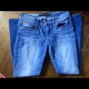 Express mid-rise jeans. Size 6
